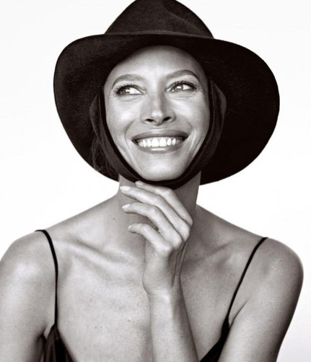 christy-turlington-by-mikael-jansson-for-wsj-magazine-march-2016-5-620x721