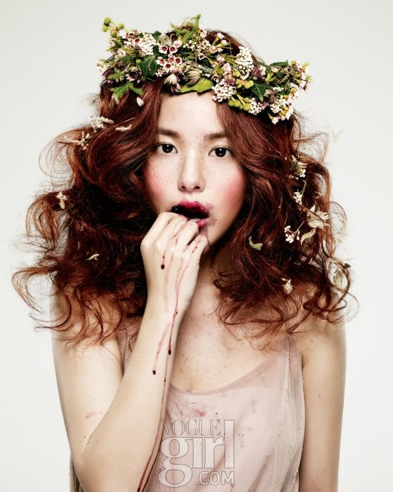 Min-Hyo-rin-for-Vogue-Girl-Korea-January-2011-4