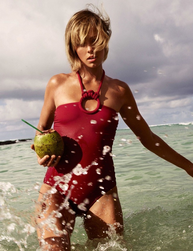 Edie Campbell Swimsuit Editorial01