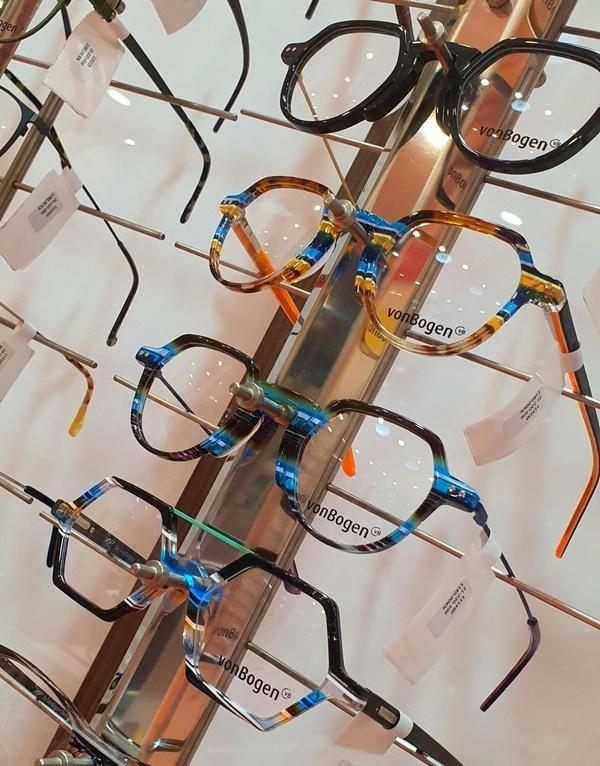 Optometrist LIVIO SVRŽNJAK iz LIVISION optike // ljudi u jesen biraju uglavnom pastelne dioptrijske okvire, dok u proljeće kupuju šarenije modele i jače boje